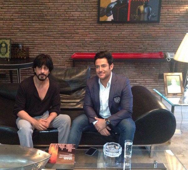 دعوت شاهرخ خان بازیگر هندی از محمدرضا گلزار در منزل شخصی اش