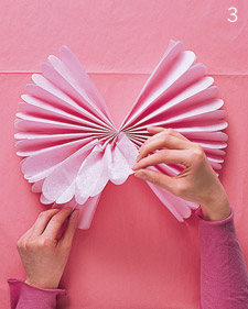 آموزش ساخت گل کاغذی بسیار ساده با دستمال کاغذی تصاویر