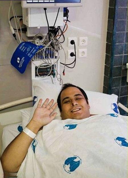 صورت خندان رضا داوود نژاد پس از عمل جراحی