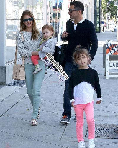 جسیکا آلبا و خانواده اش پس از بازگشت از فرانسه