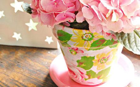 ایده ای جالب برای تزیین گلدان با پارچه گلدار