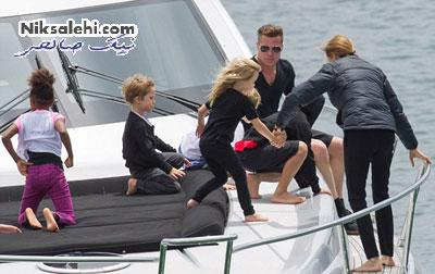 برد پیت و خانواده اش در یک قایق لوکس