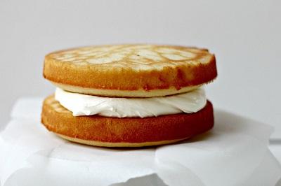 طرز تهیه کیک شیر عسلی بسیار آسان! عکس