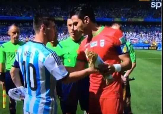 تلاش نکونام برای گرفتن پیراهن مسی قبل از بازی