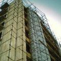 خسارات ناشی از سقوط داربست ساختمان ۱۰ طبقه!