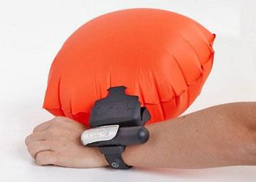 دستبندهوشمندی که از غرق شدن هنگام شنا جلوگیری میکند+تصاویر