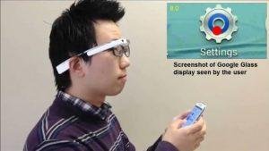 عینک های هوشمندی که کار با گوشی را برای افراد کم بینا راحت میکند+عکس