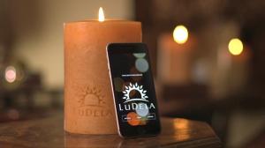 شمع هوشمند ی که با گوشی های هوشمند کنترل میشود+تصاویر