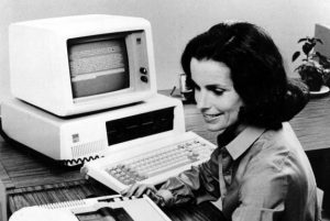 اولین کامپیوتر مدرن جهان ساده امامجهز به حافظه + تصاویر