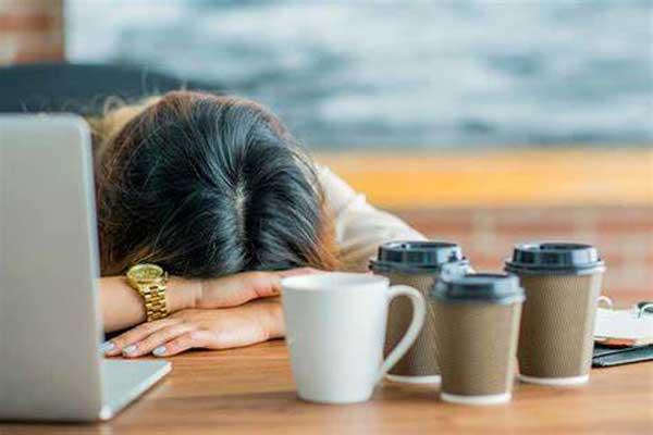 احساس خستگی و خواب آلودگی صبح
