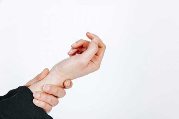 علل لرزش دست چه چیزهایی می باشد؟