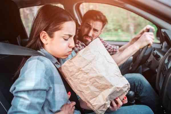 هر وقت سوار ماشین میشم دچار حالت تهوع می شوم