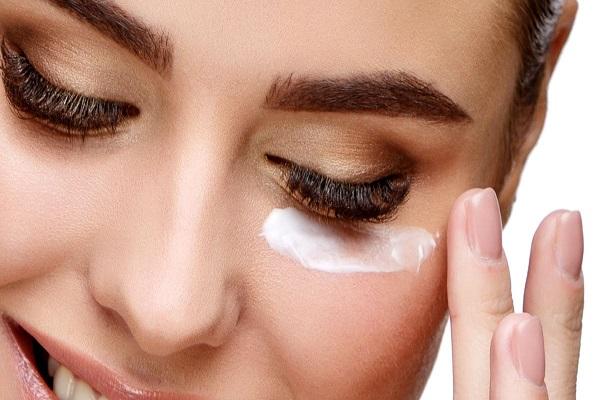 معرفی یک کرم دور چشم مناسب برای گودی چشم