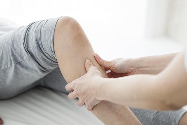 بیماری ام اس، درد و بی حسی در ناحیه ی پا