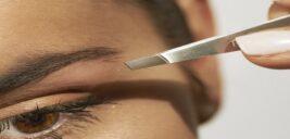 استفاده از موچین برای کندن موهای زاید بدن