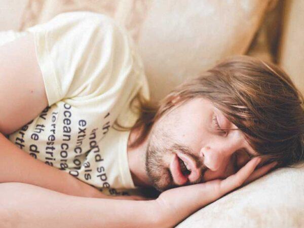 آب از دهان موقع خواب