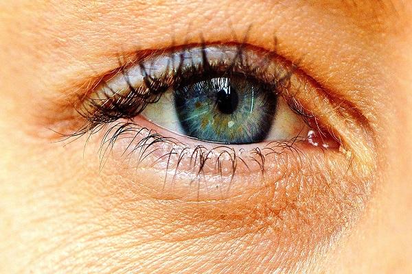 عوامل موثر بر رنگ چشم