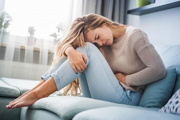 قاعدگی بانوان و ۴ خطر پنهان درد شکم