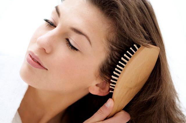درمان ریزش مو : کدام نوع ریزش مو طبیعی است ؟ راههای درمان