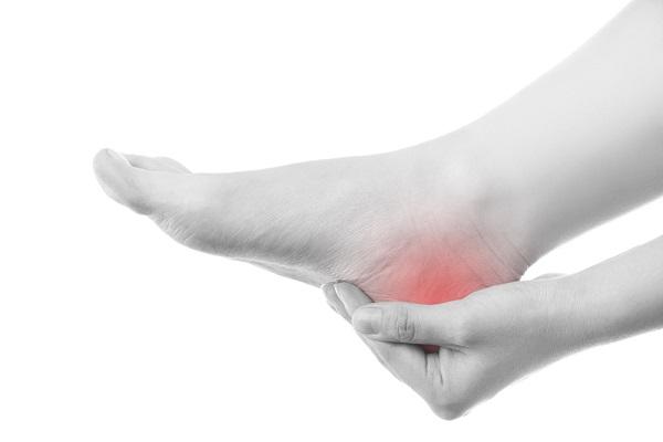 چرا پاشنه پا درد میگیرد؟