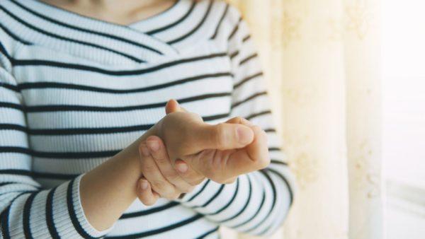 علت خواب رفتن دست ها