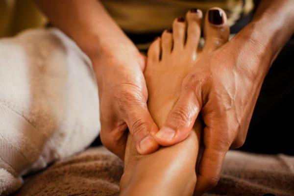 اثر شفابخش ماساژ کف پا بر سایر اعضای بدن +عکس