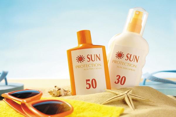 از خرید این ۶ کرم ضد آفتاب جداً خوداری کنید!