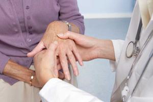 آنچه باید از رابطه آرتریت روماتوئید و چشمها بدانید