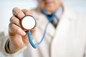 ۱۲علائم هشدار دهنده بیماری که نشان می دهد سلامتی شما در خطر است