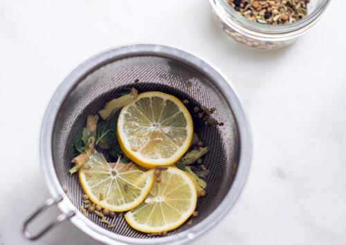 روش تهیه چای نعنا و لیمو برای سم زدایی بدن +عکس