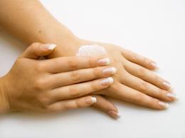 ۴ ماسک ویژه برای نرمی پوست دست بعد از خانه تکانی