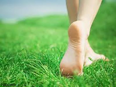 پیادهروی با پای برهنه