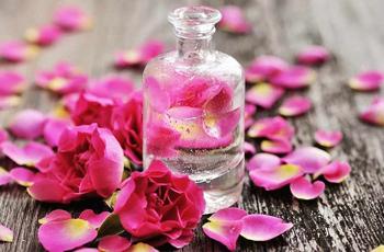 فواید بی نظیر گلاب برای پوست, مو و سلامت بدن