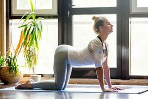 درمان کمر درد با حرکات یوگا