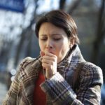 سرفه مزمن چطور به شما آسیب می زند و روش های درمان خانگی
