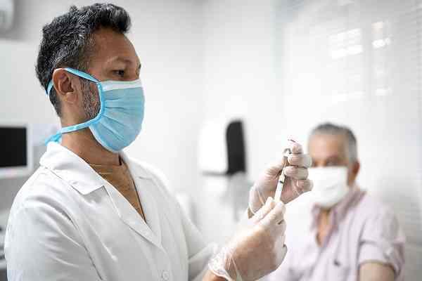 علائم خطرناک بعد از واکسن کرونا که باید به پزشک مراجع کنیم