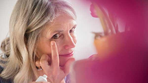 بهترین روش درمان چروک دور چشم