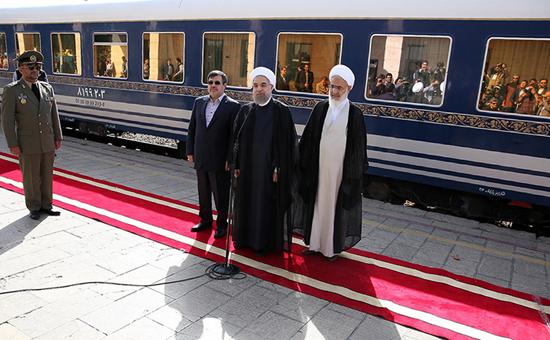 حسن روحانی با قطار به قزوین رفت!+تصاویر