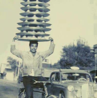 تصویری جالب از اولین پیک ارسال غذا با موتور در تهران