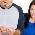 چک کردن موبایل و رعایت کردن حریم خصوصی همسر خود!