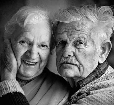 آیا تا به حال به معنای جمله ی «به پای هم پیر شدن» فکر کرده اید!