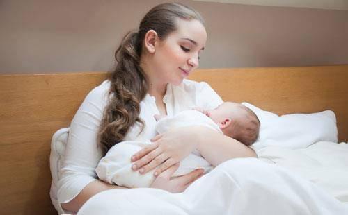 شقاق نوک سینه در هنگام شیردهی و روش های درمانی موثر!