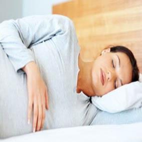 خوابیدن روی شکم در حاملگی چه عوارضی دارد؟!