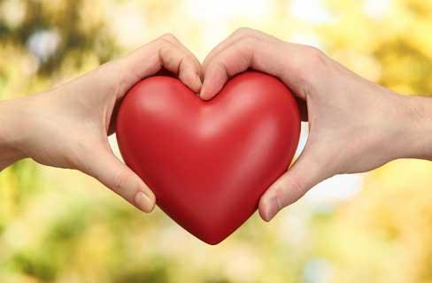 ابراز محبت بیش از حد به همسر