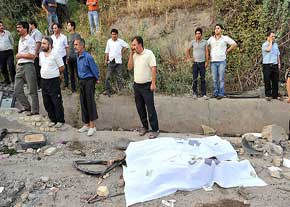 عکس : سارقان مسلح خود را کشتند