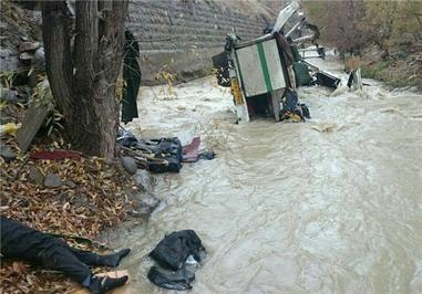 عامل سقوط مینیبوس زائران فریدونکناری اعلام شد + تصاویر