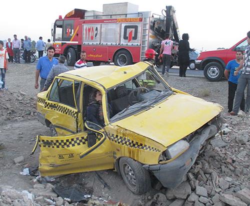 تصاویر دلخراش واژگونی تاکسی پراید و مصدوم شدن مسافران