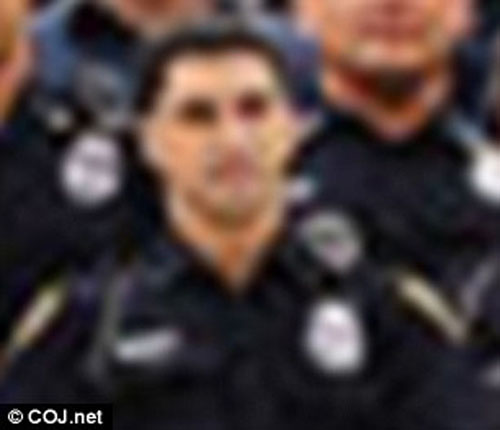 تجاوز افسر پلیس به زن جوان در کنار خیابان / اعمال بیشرمانه پلیس توسط دوربین ضبط شد + تصاویر