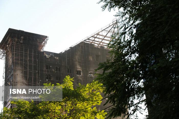 برج ۱۷ طبقه سلمان مشهد دچار آتشسوزی شد + تصاویر و جزئیات