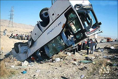 تصادف مرگبار اتوبوس و کامیون در جاده نایین اصفهان+عکس